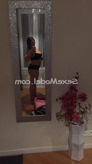 Tessie escorte trans massage tantrique